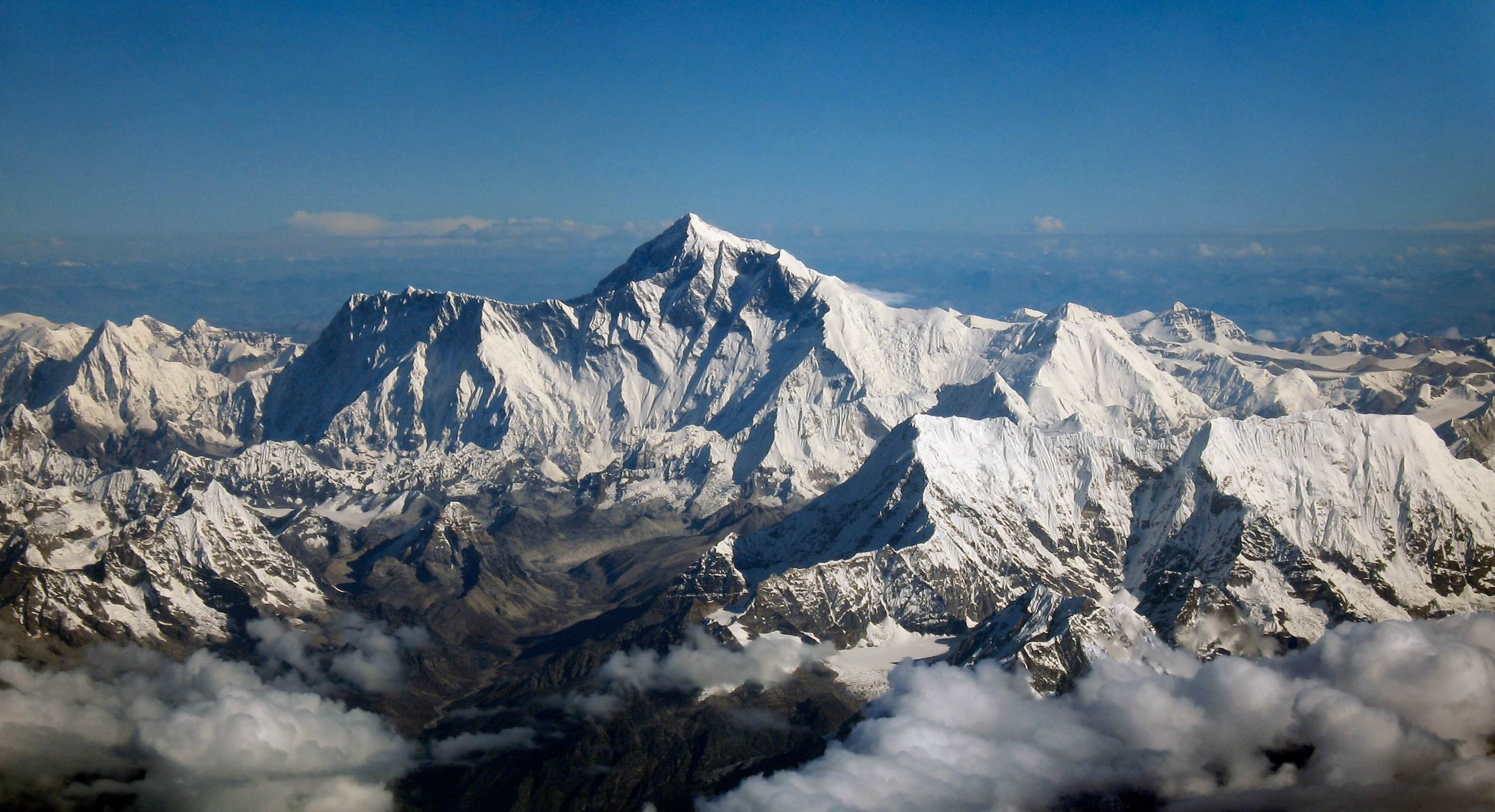 Mount_Everest_as_seen_from_Drukair2